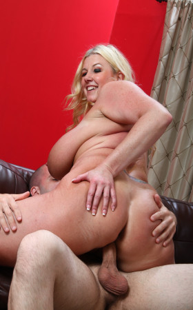 Big Tit Chubby Blonde Zoey Andrews And Her Huge Knockers
