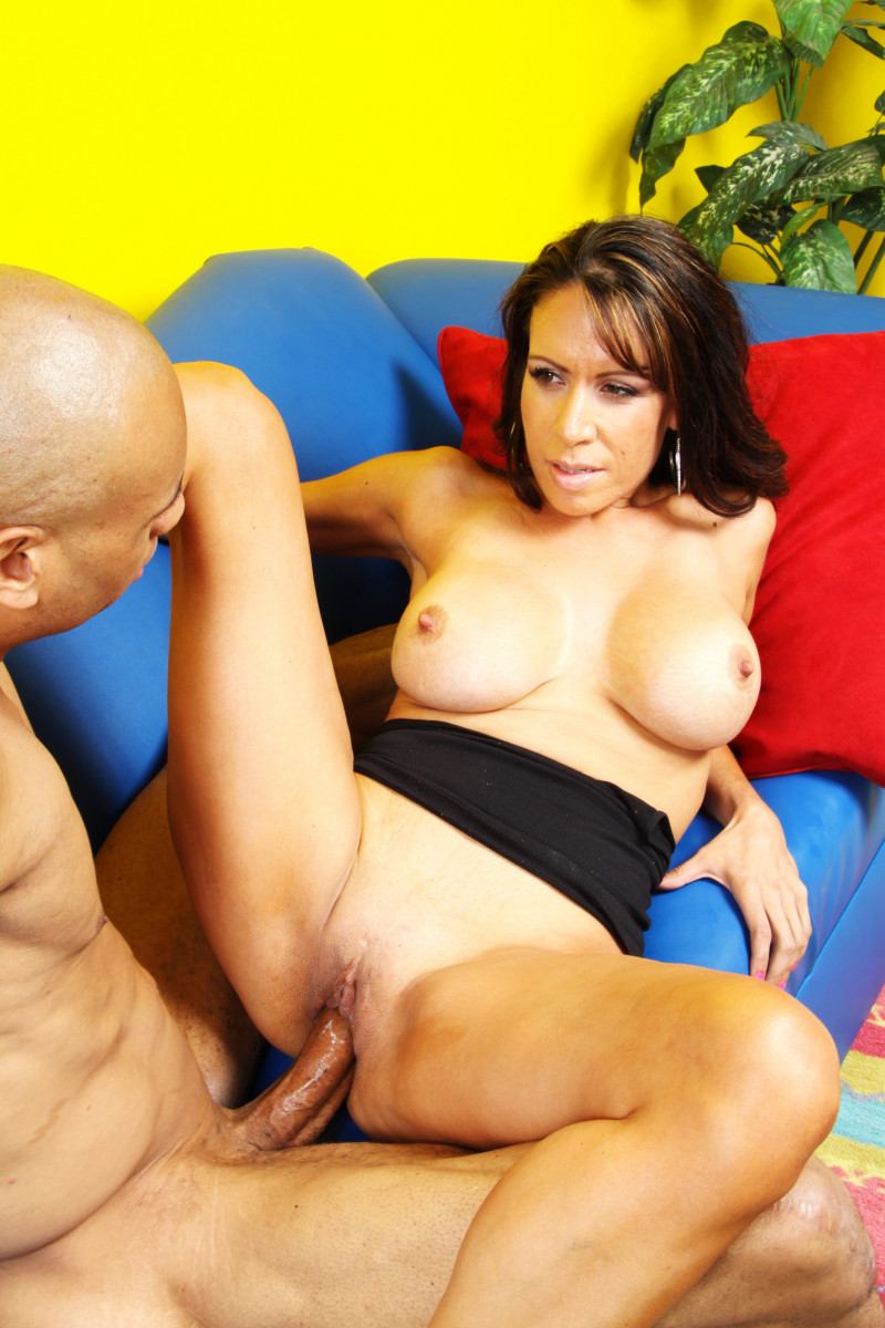 Layla Rider Is A Cougar In Heat