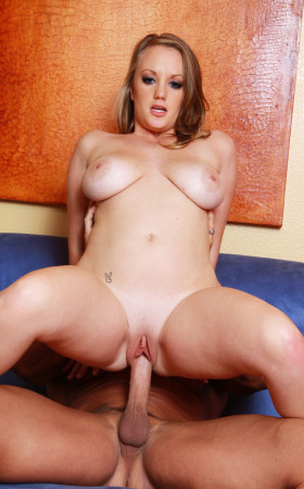 Aliyssa Moore Is A Curvaceous Cum Swallower