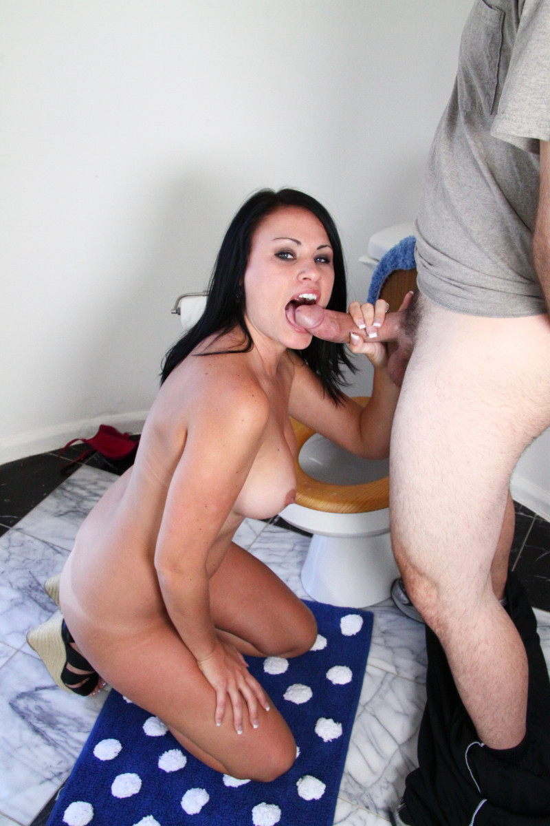 Ashli Knows How To Please Her Man And That's With A Blowjob And Facial