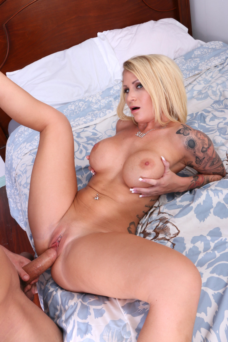 Stripper Daisy Monroe Does The Bouncer And Gets Her Big Tits Creamed