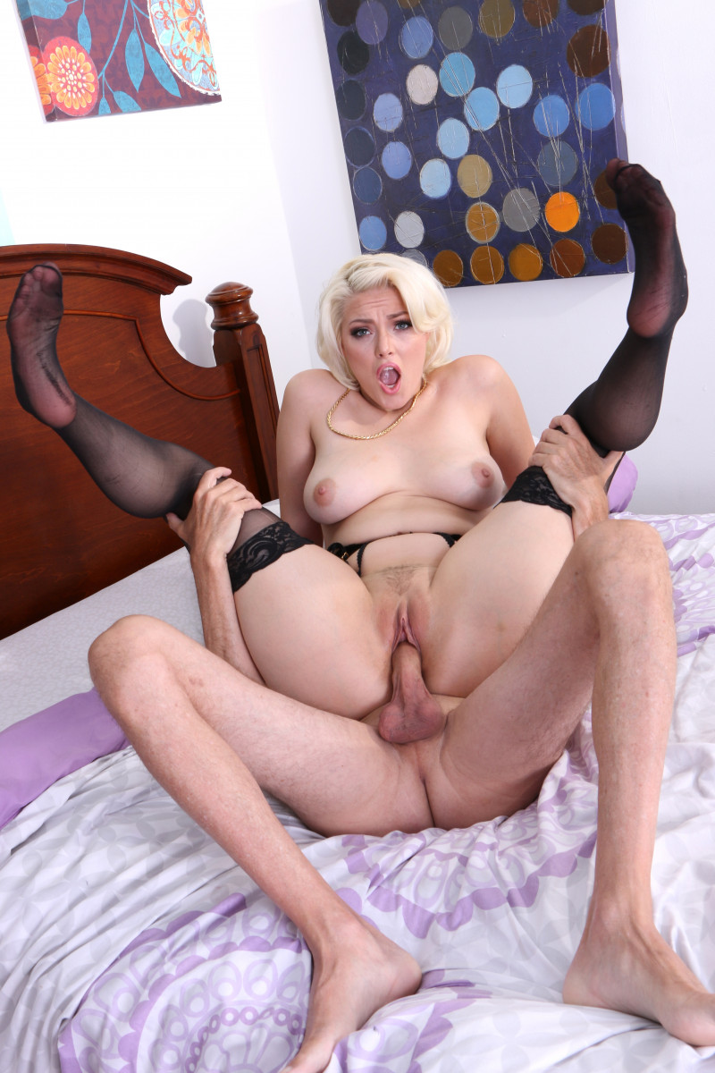 Jenna Ivory Squirts In Her Black Lingerie With Stockings