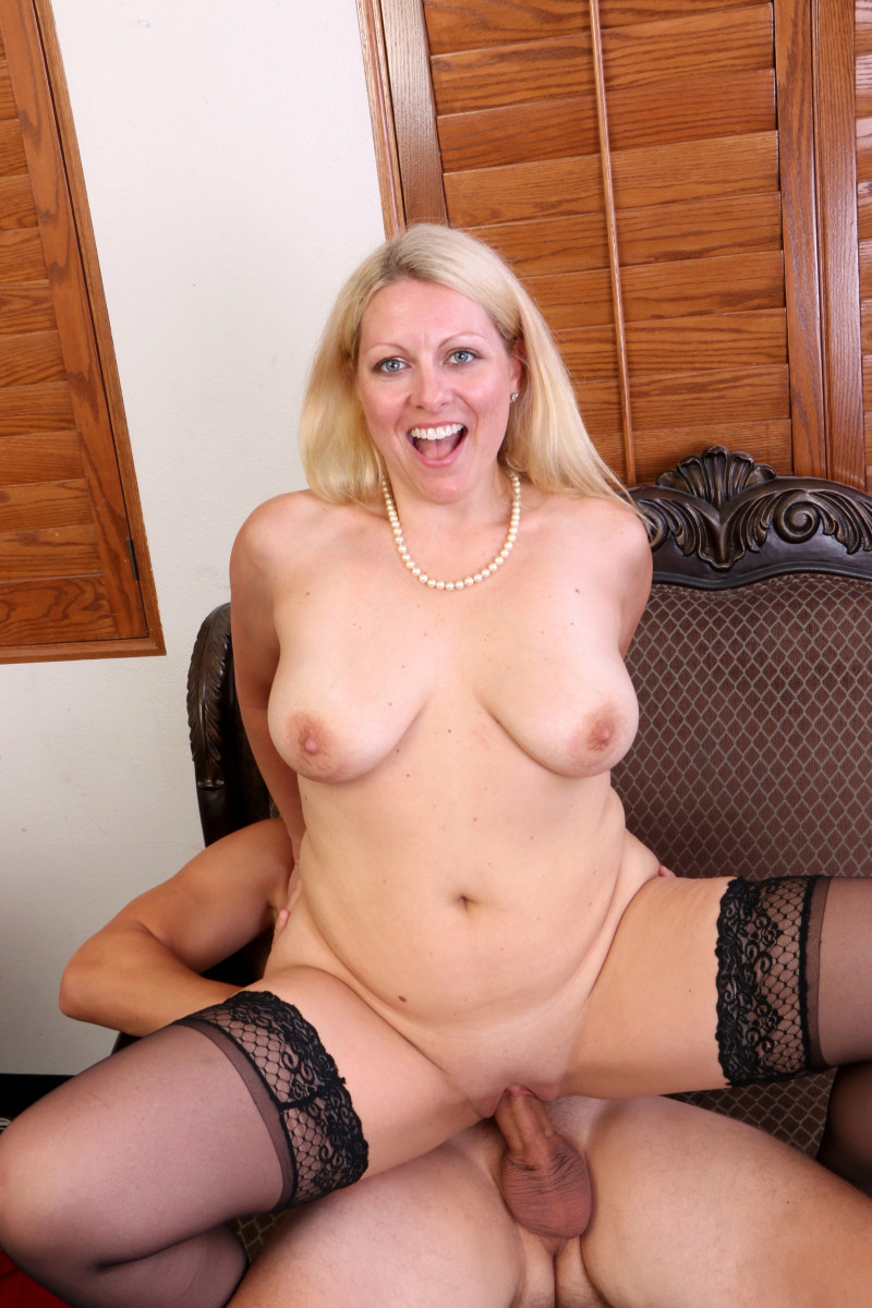 Mature Zoey Tyler Hires Guy To Fill Her Pussy And Let Her Toss His Salad